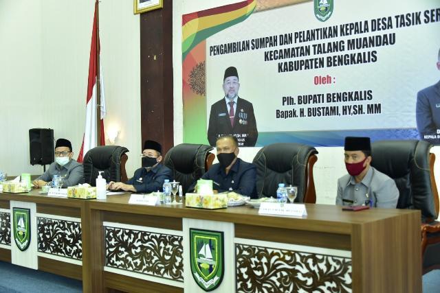 Resmi, PLh Bupati Bengkalis Lantik Syafarudin sebagai Kepala Desa Tasik Serai Barat